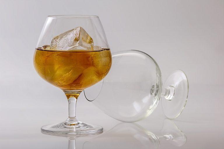 שני כוסות