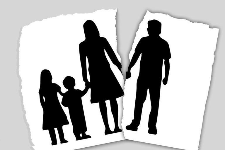 הורים ושני ילדים